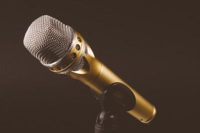 microphone-1246057_1920