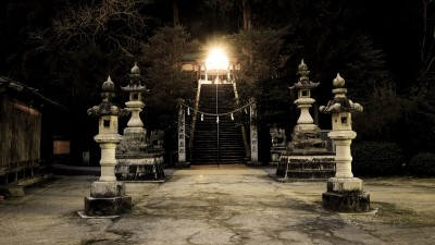 shrine-2379047_1920